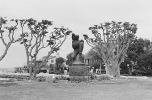 Statue at Embarcadero Park